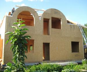 Обшивка каркасного дома осб панелями. Особенности материала.