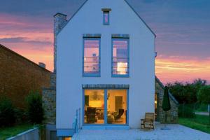 Как разместить дом на узком участке?