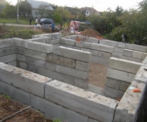 Фундамент для дома с подвалом. Особенности закладки фундамента
