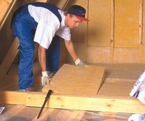 Утепление пола в деревянном доме: выбор утеплителя и технология работы