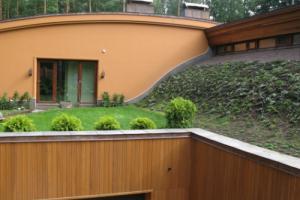 Покрытие крыши дома плоской кровлей