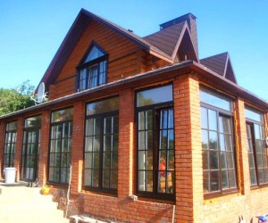 Высокие окна в загородном доме своими руками