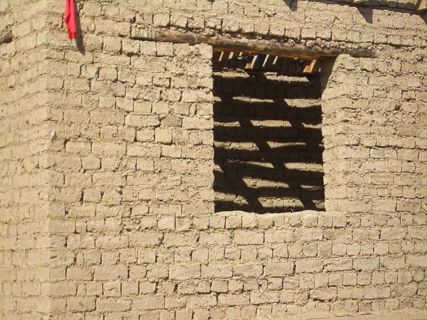 Дом-из-глины-и-соломы