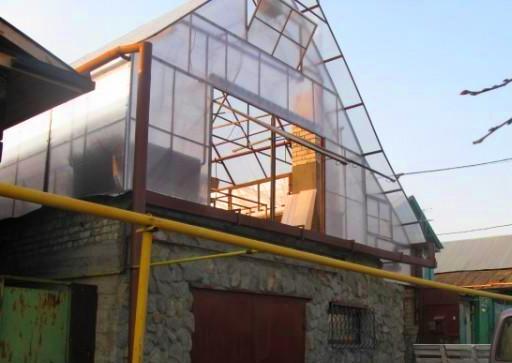 Теплица-на-крыше-частного-дома