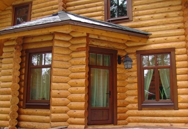Пластиковые-окна-в-деревянном-доме